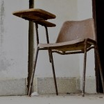 テーブル付き椅子